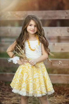 Looks like Sharon (Melody and Zeke's daughter) at the age of when Melody was pregnant with Brendy. Cute Kids Fashion, Little Girl Fashion, Beautiful Girl Image, Beautiful Children, Little Girl Photography, Cute Baby Wallpaper, Cute Baby Girl Pictures, Girl Photo Shoots, Le Jolie