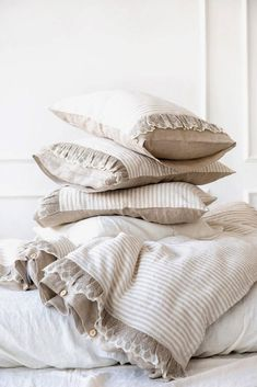Lace ruffled linen duvet set - a touch of romance to any bedroom. Linen used is tumble-dryed in order to achieve incredible softness and coziness. For more items follow the link bellow http://etsy.me/2E84lOx