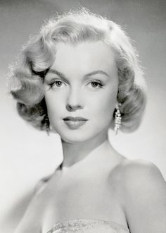 """Marilyn Monroe photographed for """"All About Eve"""" (1950)"""
