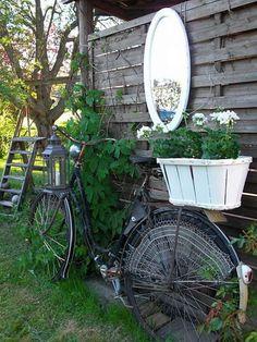 stare bicykle premenene na kvitnuce zahradne dekoracie 17