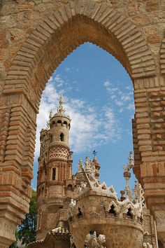 Castillo de Colomares in Benalmádena, #Spain... one of the great places to visit in Andalucía...Built by Esteban Martin and local bricklayers from nearby Mijas, between 1987 and 1994, this castle pays homage to Christopher Colombus and the discovery of America. This castle offers the visitor different architectural styles: Byzantine, Roman, Gothic and Mudejar.