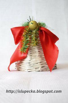 Ozdoba na Boże Narodzenie - Dzwonek z papierowej wikliny Christmas Ornaments, Holiday Decor, Diy, Home Decor, Decoration Home, Bricolage, Room Decor, Christmas Jewelry, Do It Yourself