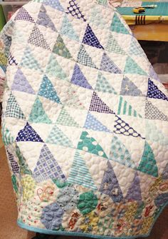 Freda's Hive: 1 baby quilt made Note hexagon border. Quilting Projects, Quilting Designs, Quilting 101, Hand Quilting, Quilting Ideas, Half Square Triangle Quilts, Quilt Modernen, Boy Quilts, Amish Quilts