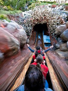 Even though I'm terrified of riding Splash Mountain ... I LOVE this photo!