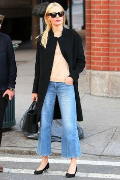 Photo via: Harper's Bazaar We are just over the moon for this hot denim trend! Kate Bosworth shows us her minimal, yet classic take on cropped flared denim by styling hers with sunglasses, a simple bl
