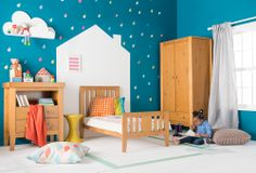 The Isabelle roomset includes a cot bed, dresser and a double wardrobe with drawer, all designed to grow with your little one. This contemporary and modern collection is built with reassuring solidity in a choice of two finishes.