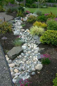 Wunderschöne Dry Creek Bed Design-Ideen Style Estate - Wasser Bett Wunderschöne Dry Creek Bed Design-Ideen Style Estate - Wasser Bett 29 Rock garden and backyard ideas landscaping for make you happy ⋆ DIY Dry Creek Beds Dry Riverbed Landscaping, River Rock Landscaping, Courtyard Landscaping, Landscaping With Rocks, Front Yard Landscaping, Backyard Landscaping, Backyard Ideas, Landscaping Edging, Pool Ideas