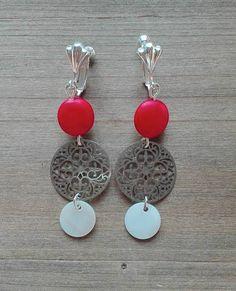 Rosaces, pendents rouges, nacres blanches, longueur 6cm - ref: bo328 -17€