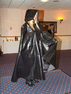 Black Raincoat, Pvc Raincoat, Rain Cape, Rubber Raincoats, Plastic Pants, Latex Fashion, Rain Wear, Black Rubber, What To Wear