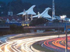 Hingucker auf der Autobahn 6 bei Sinsheim, wo die Überschall-Flugzeug Concorde (l.) und Tupolev TU-144 für ein Museum werben.