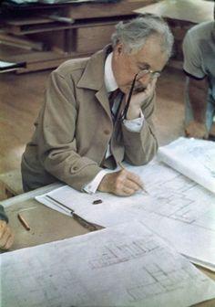 Frank Lloyd Wright https://www.pinterest.com/0bvuc9ca1gm03at/
