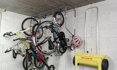 les vélos hors du chemin ! Stationary, Cave, Garage, Carport Garage, Caves, Garages, Car Garage, Carriage House