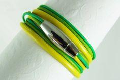 Ein Wickelarmband aus echtem Leder in Sonnengelb / Kiwi / Grasgrün - eine tolle Kombination für den Sommer. *_Gerne fertige ich dieses Armband auch...