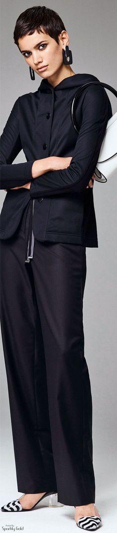 Schwarz (Farbpassnummer 6) steht für Individualität. Sie hüllt den Träger in eine Aura von Geheimnis und Mystik. Kerstin Tomancok / Farb-, Typ-, Stil & Imageberatung
