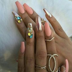 Coffin nail shape with rhinestones and metallic accent nail art | decorado de unas