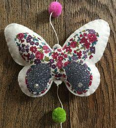 """Guirlande décorative """"papillons"""" en feutrine - tissu - thermocollant pailleté"""