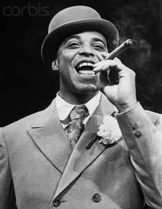 Why, it's James Earl Jones! The James Earl Jones who in my adult life has always been a cuddly old guy? What a cutie! People Smoking, Man Smoking, Cigar Smoking, Smoking Room, Good Cigars, Cigars And Whiskey, Mississippi, Famous Cigars, Baddies