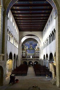 A - Gernrode - Blick durch den Mittelgang zum Westchor und Emporen der Stiftskirche St. Cyriakus (Bilder/Fotos)