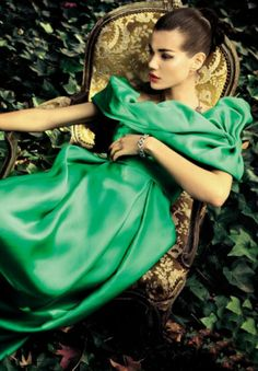 Green and Gold Glamour Jeanne Lanvin, Glamour, Forever Green, Lady, Fashion Moda, Trendy Fashion, High Fashion, Green Fashion, Green And Gold