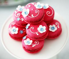 Preciosos macarrons para una fiesta primavera, o una fiesta azul y rojo / Lovely macarrons for a spring party, or for a light blue and red party
