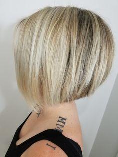 Blunt Bob Hairstyles, New Short Haircuts, Layered Haircuts, Short Hair Cuts, Short Hair Styles, Gray Hair Highlights, Hair Again, Inverted Bob, Short Wigs