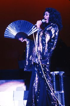 Donna Summer au club Circa à Los Angeles en 1972 http://www.vogue.fr/mode/inspirations/diaporama/icnes-le-style-des-party-girls/23979#donna-summer-au-club-circa-los-angeles-en-1972