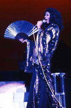 Donna Summer au club Circa à Los Angeles en 1972 http://www.vogue.fr/mode/inspirations/diaporama/icnes-le-style-des-party-girls/23979#donna-summer-au-club-circa-los-angeles-en-1972