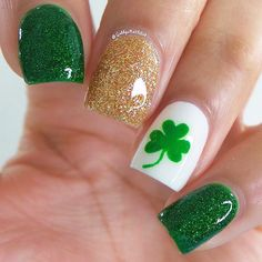 82 Glitter Nail Art Designs by Gabby Morris - Cool Fashion Accessories Seasonal Nails, Holiday Nails, Trendy Nails, Cute Nails, St Patricks Nail Designs, Nail Art Designs, Nails Design, Design Art, Irish Nails