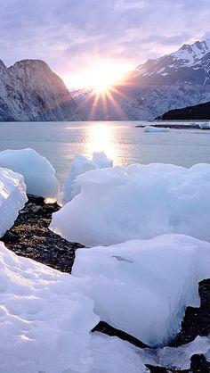 a great view of Alaska that took my breath away! Snow Scenes, Winter Scenes, I Love Winter, Winter Snow, Lake Mountain, Wanderlust, Mountain Landscape, Beautiful World, Beautiful Places