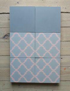 Eine Sonderanfertigung mit Rosa Farben | arabisches Design Cement Tiles, Bespoke, Pink, Arabic Design, Moroccan Design, Grey And White, Custom Cars, Handmade, Colors