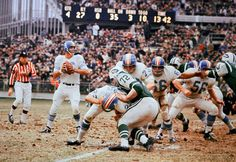 The Houston Oilers vs. the New York Jets, in American Football League action from the American Football League, National Football League, Jets Football, Football Memes, School Football, Football Stuff, Football Cards, Football Players, Football Pictures