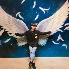 Yunhyeong IS an angel Kim Jinhwan, Chanwoo Ikon, Hanbin, Yg Ikon, Ikon Songs, Sassy Diva, Ikon Member, Ikon Wallpaper, Song Of The Year