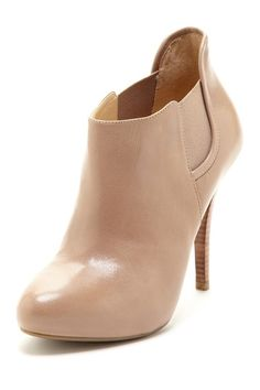 Guess: Ortena ankle bootie