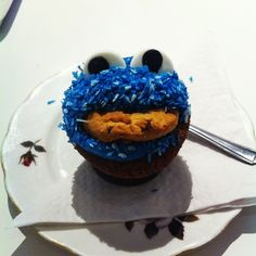 cookie monster cupcake Cookie Monster Cupcakes, Cookies, Desserts, Blog, Crack Crackers, Tailgate Desserts, Deserts, Biscuits, Postres