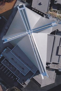 Kenzo Tange St Mary's Cathedral from above Japan Architecture, Sacred Architecture, Church Architecture, Religious Architecture, Beautiful Architecture, Architecture Details, Kenzo Tange, Modern Church, Church Design