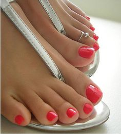 beautiful toes & cute silver sandals!