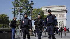 """Das Attentat in Paris wirbelt die französischen Präsidentschaftswahlen durcheinander. Kandidaten sagen Auftritte ab. Einige sprechen von """"Krieg"""". Bei dem Angriff wurde auch eine Deutsche verletzt. Wie wird sich der Anschlag auf die Wahlen auswirken?"""