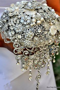Rhinestone & Crystal Brooches Bridal Bouquet by GemsforDivas Broschen Bouquets, Bouqets, Dream Wedding, Wedding Day, Diy Wedding, Wedding Brooch Bouquets, Bling Bouquet, Crystal Bouquet, Wedding Planner