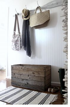 coastal chic wood crate box & a wooden oar is always a coastal style necessity. Beach Cottage Style, Beach Cottage Decor, Coastal Cottage, Coastal Homes, Coastal Style, Coastal Living, Coastal Decor, Coastal Furniture, Cottage Ideas