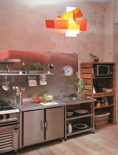 If there is one style that celebrates humility, practicality and affordability, then it is surely the industrial style. Industrial style anything is usually a big hit. Industrial Kitchen Design, Industrial Interiors, Design Kitchen, Industrial Metal, Classic Kitchen, Suspension Metal, Cocinas Kitchen, Urban Decor, D House