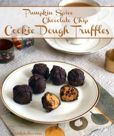Pumpkin Spice Chocolate Chip Cookie Dough Truffles (vegan and sugarfree) Pumpkin Cookies, Pumpkin Dessert, Pumpkin Spice, Vegan Pumpkin, Gluten Free Desserts, Healthy Desserts, Candy Recipes, Dessert Recipes, Vegan Recipes