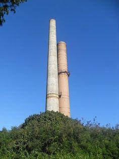 Autor: José Bracero. Fecha: 2009 Circa. En esta imágen las dos chimeneas principales de la Central Azucarera de Guánica. Operó desde 1901 hasta 1981.