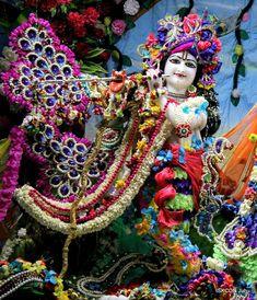 Radha Krishna Pictures, Krishna Photos, Krishna Images, Jai Shree Krishna, Krishna Radha, Radha Krishna Wallpaper, Blue Balloons, Indian Gods, Flower Dresses