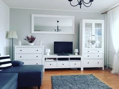 Reduzierte Zimmereinrichtungen - New ideas Living Room Accents, Living Room Tv, Home And Living, Ikea Hemnes Living Room, Cottage Shabby Chic, Kitchen Ikea, Small Apartment Interior, Deco Design, Cozy House