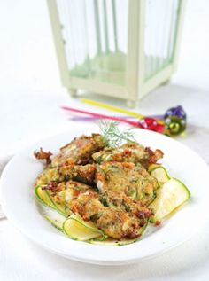 mizithrpokeftedes Greek Recipes, Keto Recipes, Vegetarian Recipes, Healthy Recipes, Healthy Food, Cetogenic Diet, Sweet And Salty, Salmon Burgers, Zucchini