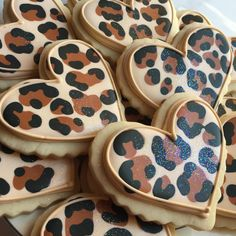 Glittery leopard print heart cookies, by Krauft Cookies in Fayetteville, Arkansas. Cheetah Birthday Cakes, Leopard Birthday Parties, Leopard Print Party, Leopard Print Cupcakes, Animal Print Cupcakes, Cute Cookies, Cupcake Cookies, Heart Cookies, Valentine Cookies