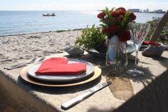 #beachfor2 #redheart #redflowers #dinnerbeachidea #valentinesfor2