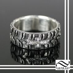 Tire Tread And Diamond Chevy Ring.maybe not the chevy symbol, though! Wedding Ring For Him, Camo Wedding, Wedding Rings, Dream Wedding, Country Rings, Country Jewelry, Chica Chevy, Chevy Tattoo, Chevy Girl