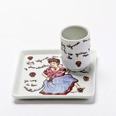 Prato quadrado + canequinha com o tema Frida Caveiras! #handmade #porcelana #porcelanadecorada #porcelanapersonalizada #decoração #decor #pintadoamão #feitoamão #brasil #brazil #homedecor #porcelain #FridaKahlo #Frida #skulls #caveiras #quote