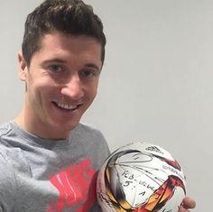RL9min: Lewandowski posta com bola, não para de sorrir e vira voucher #globoesporte